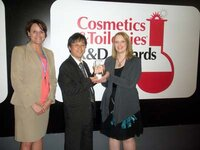 Sandy Sheets and Eiichi Nishizawa, PhD (Kao USA Inc.), and Rachel Grabenhofer (<em>Cosmetics & Toiletries</em>)