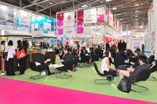Attendees lunch at in-cosmetics 2009.