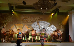 A dance show was presented during dinner at the opening ceremony.