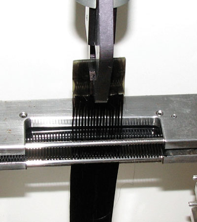 Figure 1. Experimental setup for instrumental combing experiments