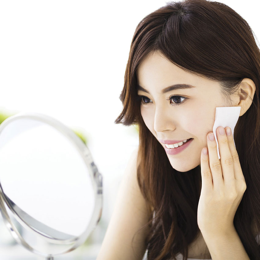 AsianWomanMirrorCleansing850