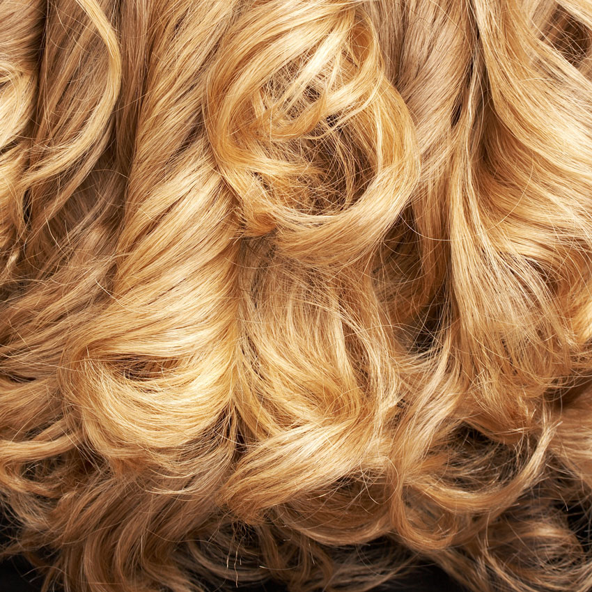 Curly blond tresses 850