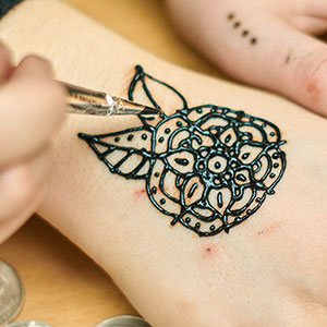 Henna Tattoos Offer Potential Dangerous Decorations