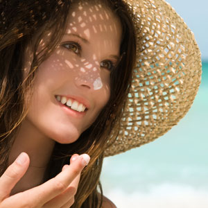 Woman-hat-sunscreen-on-nose-300